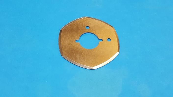 Coltelli poligonali per macchine lavorazione tessuti e pelli